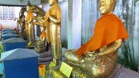 Buddhastatydagar av veckan på den buddistiska templet av himmel och helvete thailand lager videofilmer