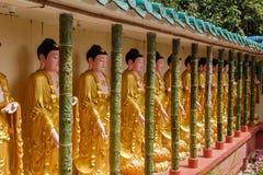 Buddhastatyer i den Kek Lok Si templet, Penang arkivbilder