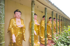 Buddhastatyer i den Kek Lok Si templet, Penang Malaysia Royaltyfri Foto
