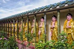 Buddhastatyer i den Kek Lok Si templet, Penang, Malaysia royaltyfri bild