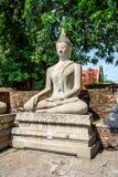 Buddhastatyer i Phra Nakhon si Ayutthaya, på Wat Yai Chai MongkolMongkhon Thailand, en av den berömda historiska gränsmärket i t arkivfoton