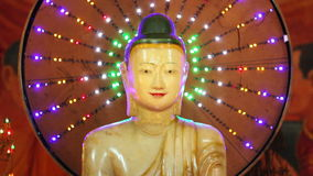 Buddhastatyer i tempel lager videofilmer