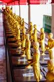 Buddhastatyer i templet arkivfoton