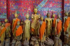 Buddhastatyer i Wat Xieng Thong i Luang Prabang Royaltyfria Bilder