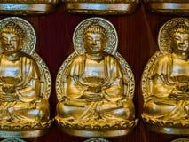 Buddhastatyer på den kinesiska väggen kyrktar i Thailand Arkivbilder