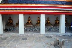 Buddhastatyer på Wat Pho Bangkok Arkivbilder