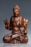Buddhastatyn gjorde polerat trä Royaltyfri Foto