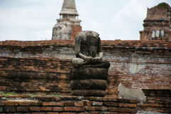 Buddhastatyn halshugger Arkivbilder