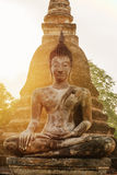 Buddhastatyn i gammal buddistisk tempel fördärvar Fotografering för Bildbyråer