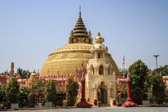 Massive pagoda, Mandalay region, Mandalay, Myanmar. Buddhism is the world`s fourth-largest religionwith over 520 million followers, or over 7% of the global Stock Photos