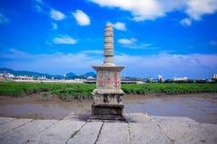 Buddhismus, Buddha, Skulptur, Skulptur, Buddhist, alte Steinbr?cke, blauer Himmel, Br?cke stockfotografie