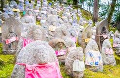 Buddhismus-japanische Grab-Steine lizenzfreie stockbilder