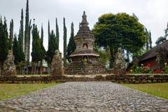 Buddhismus stupa an Tempel Ulun Danu Beratan stockfotografie
