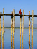 Buddhist monk walking on U Bein bridge, Amarapura, Myanmar Stock Images