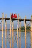 Buddhist monks walking on U Bein bridge, Amarapura, Myanmar Royalty Free Stock Photos