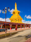 Buddhist nuns walking at the stupas in Yarchen Gar Monastery Stock Photo
