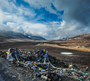 Buddhist prayer flags (lungta) on Baralacha La pass in Himalayas Stock Photography