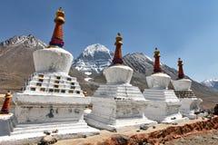 Buddhistic stupas (chorten) в Тибете Стоковая Фотография