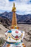 Buddhistic stupas (chorten) в Тибете Стоковая Фотография RF