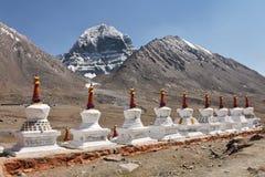 Buddhistic stupas (chorten) и святое Mount Kailash Стоковые Фотографии RF