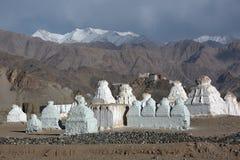 Buddhistic stupas chorten w himalajach Zdjęcia Royalty Free