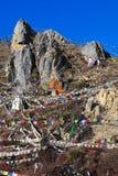 Buddhistische Gebetmarkierungsfahnen Stockfotos