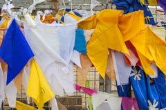 Buddhistische Gebetsflaggen Stockfotos