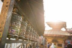 Buddhistische Gebetsräder am Affe-Tempel in Nepal Lizenzfreies Stockfoto