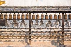 Buddhistische Gebetsräder am Affe-Tempel in Nepal Stockfoto