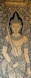 Buddhistische Gottheitsbilder auf den Fenstern des Tempels Lizenzfreie Stockfotografie
