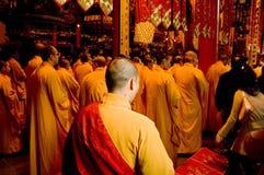 Buddhistische Mönche in Shanghai lizenzfreie stockfotografie