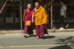 Buddhistische Mönche in Shanghai, China stockfotografie