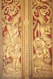 Buddhistische Malerei auf der Tempeltür Stockfotografie