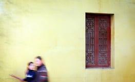 Buddhistische Mutter und Sohn lizenzfreies stockfoto