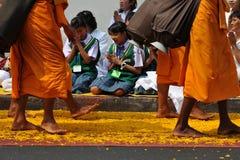 Buddhistische Pilgerfahrt stockbild