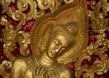 Buddhistische religiöse Figuren auf Tempel in Laos Lizenzfreies Stockfoto