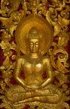 Buddhistische religiöse Figuren auf Tempel in Laos Stockbild