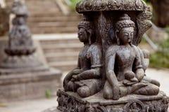 Buddhistische Skulptur nahe Swayambhunath stockfotos