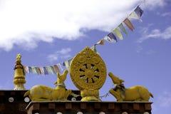 Buddhistische Symbole auf Nako Gompa Lizenzfreie Stockfotos