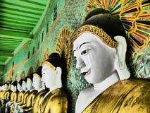 Buddhistische Terrasse Umin Thounzeh auf Sagaing-Hügel, Myanmar Lizenzfreie Stockfotografie