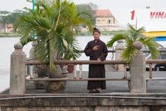 Buddhistischer Mönch beim THU Thiem Ferryâ Stockfotos
