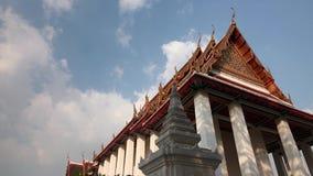 Buddhistischer Tempel-Architektur auf Lager Timelapse der Videoaufnahmen-1920x1080 1080p HDV Bangkok beschleunigte Himmel-Sommer- stock video