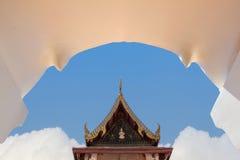 Buddhistischer Tempel in der Bogentür von Ayuthaya, Thailand Stockbilder