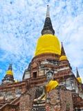 Buddhistischer Tempel Phra Chedi Chaimongkol in historischem Park Ayutthaya stockfotografie