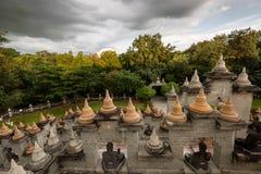 Buddhistischer Tempel: Sandstein-Pagode in PA Kung Temple bei Roi Et von Thailand lizenzfreie stockfotos