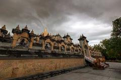 Buddhistischer Tempel: Sandstein-Pagode in PA Kung Temple bei Roi Et von Thailand stockbilder