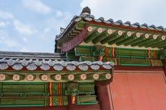 Buddhistischer Tempel in Seoul, Südkorea - schönes historisches religiöses Gebäude mit hellen Farben stockfoto