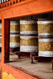Buddhistisches Gebet dreht herein Hemis-monstery Ladakh, Indien lizenzfreies stockbild