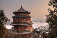 Buddhistisches Haus im Sonnenuntergang Lizenzfreie Stockfotos