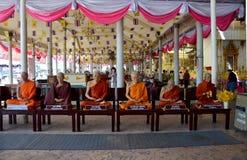Buddhistisches Heiligwachsmodell für Showreisenden bei Wat Rai Khing Lizenzfreie Stockbilder
